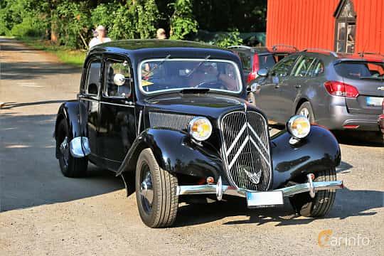 Front/Side  of Citroën 11 CV Sedan 1.9 Manual, 56ps, 1951 at GMHK Bilträff hos Mellanders 2019