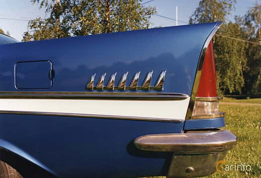 Close-up of Chrysler New Yorker 2-door Hardtop 6.4 V8 Automatic, 330ps, 1957