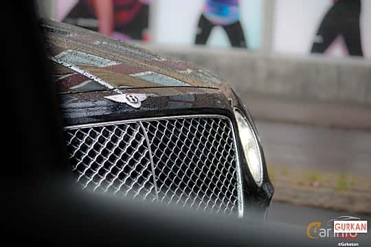 Close-up of Bentley Bentayga 4.0 V8 Automatic, 435ps, 2018