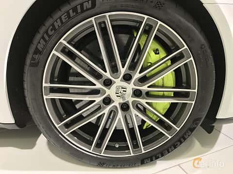 Närbild av Porsche Panamera Turbo S E-Hybrid Sport Turismo 4.0 V8 4 + 14.1 kWh PDK, 680ps, 2019
