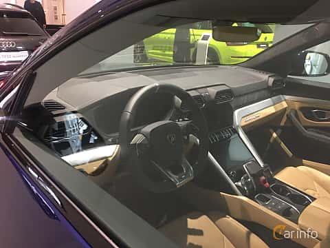 Close-up of Lamborghini Urus 4.0 V8 AWD Automatic, 650ps, 2019
