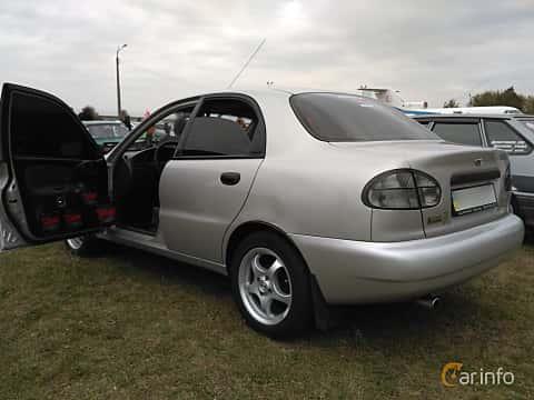 Back/Side of Daewoo Lanos Sedan 2004 at Old Car Land no.2 2017