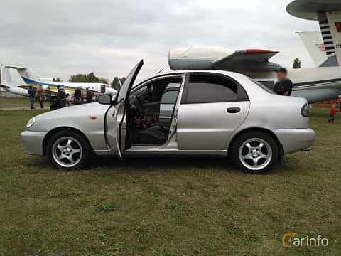 Side  of Daewoo Lanos Sedan 2004 at Old Car Land no.2 2017