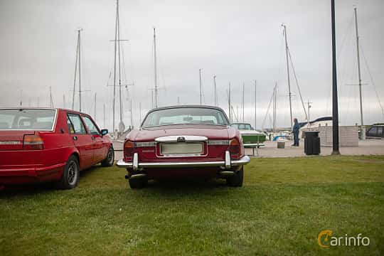Bak av Daimler Sovereign Coupé 4.2 Manual, 186ps, 1975 på Veteranbilsträff i Vikens hamn  2019 Maj