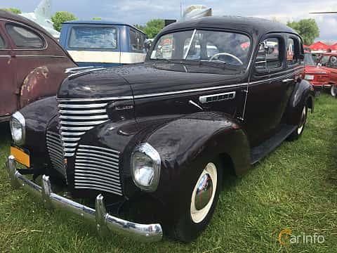 Front/Side  of DeSoto Custom Sedan 3.9 Manual, 111ps, 1939 at Old Car Land no.1 2019
