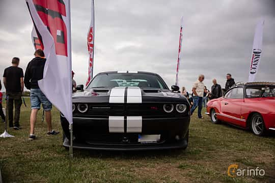 Front of Dodge Challenger 6.4 V8 HEMI TorqueFlite, 485ps, 2018 at Vallåkraträffen 2018