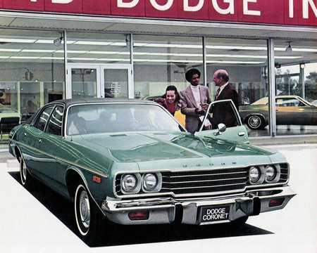 Front/Side  of Dodge Coronet Custom Sedan 5.2 V8 TorqueFlite, 152hp, 1974