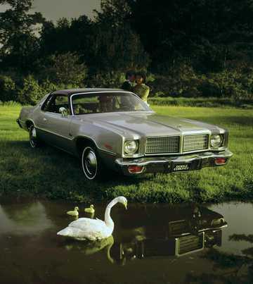Front/Side  of Dodge Coronet Custom Hardtop 5.9 V8  TorqueFlite, 182hp, 1975