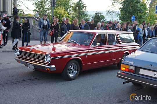 Front/Side  of Dodge Dart 270 Station Wagon 4.5 V8 TorqueFlite, 182ps, 1965 at Umeå Wheels Nations Norr 2019