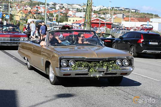 Front/Side  of Dodge Polara Convertible 6.3 V8 Automatic, 334ps, 1968 at Cruising Lysekil 2019