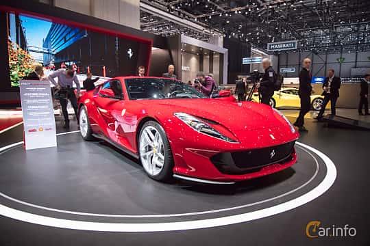Fram/Sida av Ferrari 812 Superfast 6.5 V12 DCT, 800ps, 2018 på Geneva Motor Show 2017