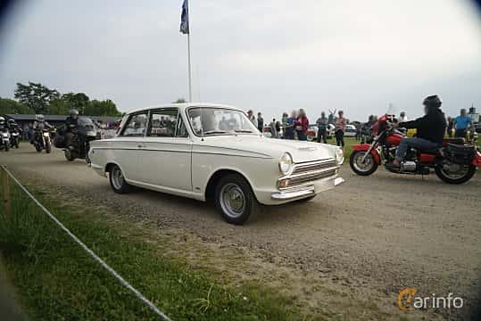Front/Side  of Ford Cortina GT 2-door 1.5 Manual, 76ps, 1966 at Tisdagsträffarna Vikingatider v.21 / 2017