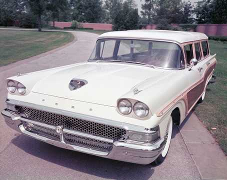 Front/Side  of Ford Country Squire 2-seat 1958