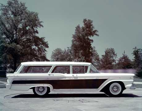 Side  of Ford Country Squire 2-seat 1959