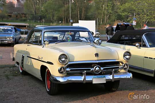 Front/Side  of Ford Crestline Victoria 3.9 V8 Automatic, 112ps, 1952 at Kungälvs Kulturhistoriska Fordonsvänner  2018 v.35
