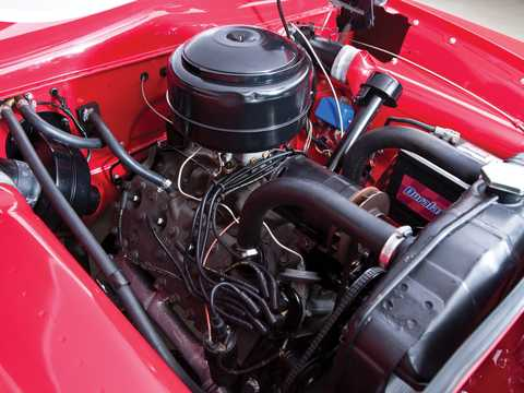 Engine compartment  of Ford Custom Deluxe Convertible 3.9 V8 Manual, 102hp, 1951