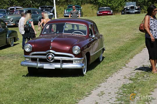 Front/Side  of Ford Custom Deluxe Fordor Sedan 3.9 V8 Manual, 102ps, 1950 at A-bombers - Old Style Weekend Backamo 2019