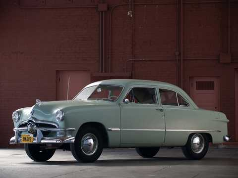 Front/Side  of Ford Custom Deluxe Tudor Sedan 3.9 V8 Manual, 102hp, 1950