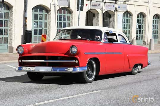 Fram/Sida av Ford Customline Tudor Sedan 3.7  Automatic, 117ps, 1954 på Cruising Lysekil 2019