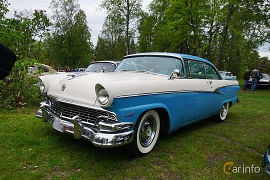 Fram/Sida av Ford Customline Victoria 4.8 V8 Automatic, 205ps, 1956 på Onsdagsträffar på Gammlia Umeå 2019 vecka 23