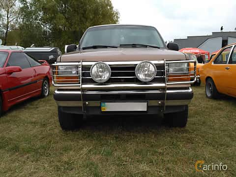 Front  of Ford Explorer 4.0 V6 4WD Manual, 147ps, 1992