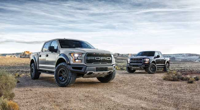 Front/Side  of Ford F-150 Raptor SuperCrew 3.5 V6 Ecoboost 4x4 Automatic, 456hp, 2017