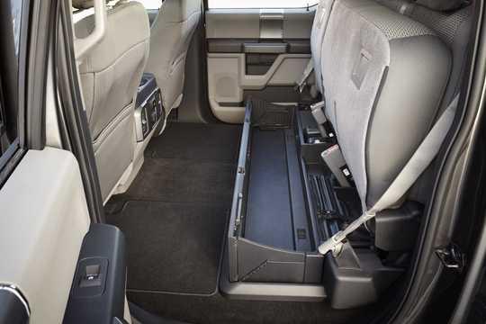 Interior of Ford F-350 Crew Cab 2015