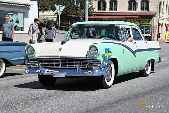 Fram/Sida av Ford Fairlane Town Sedan 4.8 V8 Automatic, 205ps, 1956 på Cruising Lysekil 2019