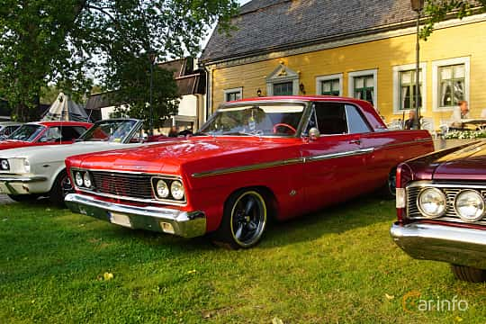 Front/Side  of Ford Fairlane 2-door Hardtop 4.7 V8 Automatic, 228ps, 1965 at Onsdagsträffar på Gammlia Umeå 2019 vecka 35