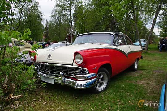 Fram/Sida av Ford Fairlane Crown Victoria Skyliner 4.8 V8 Manual, 203ps, 1956 på Onsdagsträffar på Gammlia Umeå 2019 vecka 23