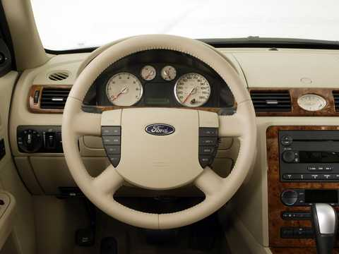 Interior of Ford Five Hundred 3.0 V6 Automatic, 206hp, 2005