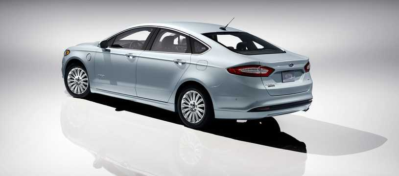 Back/Side of Ford Fusion Energi 2.0 + 7.6 kWh CVT, 195hp, 2013