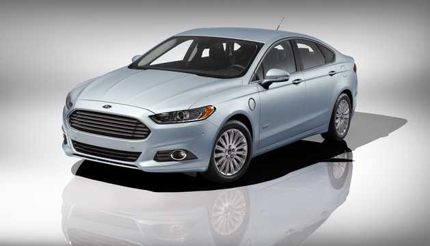 Front/Side  of Ford Fusion Energi 2.0 + 7.6 kWh CVT, 195hp, 2013