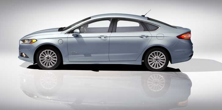 Side  of Ford Fusion Energi 2.0 + 7.6 kWh CVT, 195hp, 2013