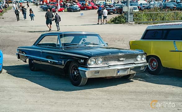 Front/Side  of Ford Galaxie 500/XL Sports Hardtop 6.4 V8 Automatic, 305ps, 1963 at Stockholm Vintage & Sports Car meet 2019