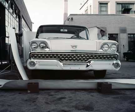 Front  of Ford Galaxie Club Victoria 1959