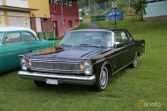 Front/Side  of Ford Galaxie 500 LTD 4-door Hardtop 5.8 V8 Automatic, 254ps, 1965 at Bil & MC-träffar i Huskvarna Folkets Park 2019 Amerikanska fordon
