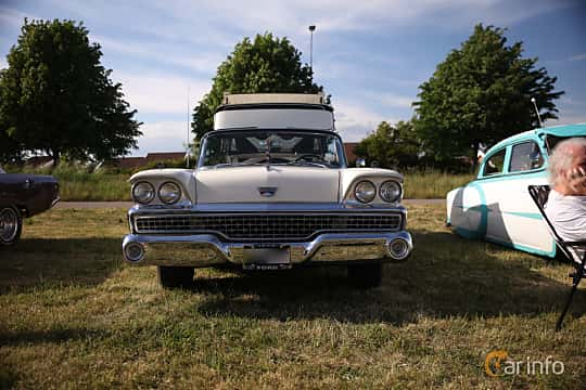 Fram av Ford Galaxie Skyliner 4.8 V8 Automatic, 203ps, 1959 på Tisdagsträffarna Vikingatider v.21 / 2018