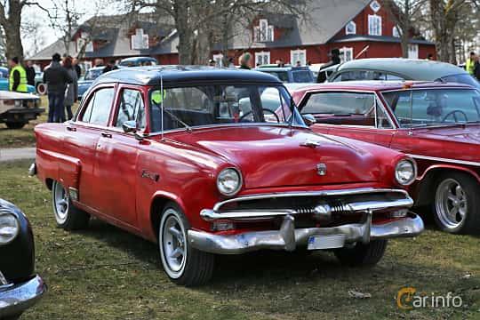 Fram/Sida av Ford Mainline Fordor Sedan 3.9 V8 Manual, 112ps, 1953 på Uddevalla Veteranbilsmarknad Backamo, Ljungsk 2019