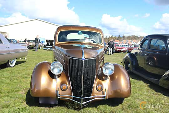 Front  of Ford Model 68 5-window Coupé 3.6 V8 Manual, 86ps, 1936 at Crusaders Classic Car Meet 2015