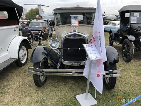 Front  of Ford Model A Tudor Sedan 3.3 Manual, 41ps, 1928 at Old Car Land no.2 2019