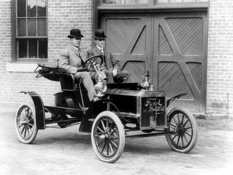 Front/Side  of Ford Model N Runabout 2.4 Manual, 15hp, 1906