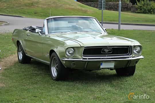 Front/Side  of Ford Mustang Convertible 4.7 V8 Automatic, 198ps, 1968 at Kungälvs Kulturhistoriska Fordonsvänner  2019 Torsdag vecka 31
