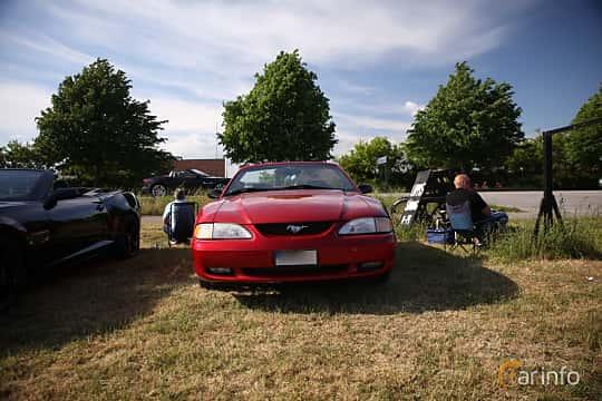 Fram av Ford Mustang GT Convertible 4.6 V8 Automatic, 218ps, 1997 på Tisdagsträffarna Vikingatider v.21 / 2018