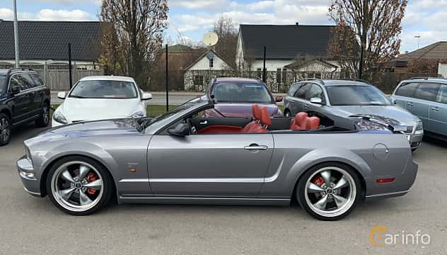 Side  of Ford Mustang GT Convertible 4.6 V8 Manual, 304ps, 2006