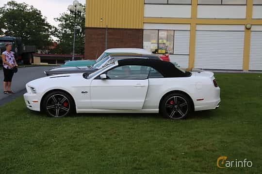Side  of Ford Mustang GT Convertible 5.0 V8 Automatic, 426ps, 2013 at Bil & MC-träffar i Huskvarna Folkets Park 2019 Amerikanska fordon