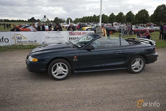 Side  of Ford Mustang Convertible 4.6 V8 Automatic, 218ps, 1995 at Tisdagsträffarna Vikingatider v.25 / 2017