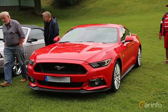 Front/Side  of Ford Mustang GT 5.0 V8 SelectShift, 421ps, 2016 at Bil & MC-träffar i Huskvarna Folkets Park 2019 Amerikanska fordon