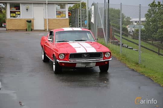 Front/Side  of Ford Mustang 3.3 Automatic, 117ps, 1968 at Bil & MC-träffar i Huskvarna Folkets Park 2019 Amerikanska fordon