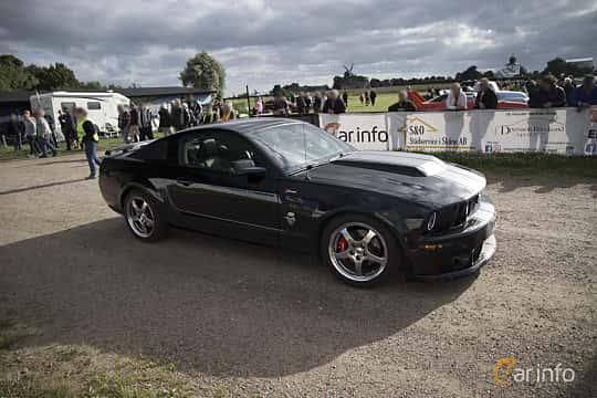 Front/Side  of Ford Mustang GT 4.6 V8 Automatic, 304ps, 2009 at Tisdagsträffarna Vikingatider v.25 / 2017